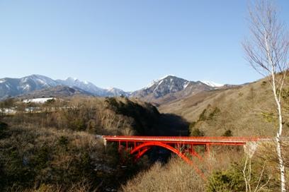 冬の赤い橋