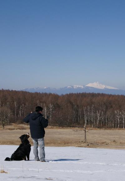 浅間山を遠くに眺む